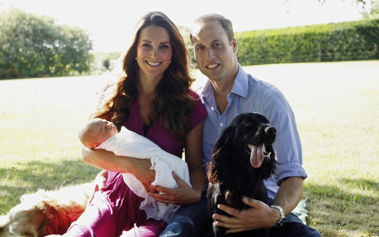 kate-middleton-prince-william-royal-family-photo-ftr